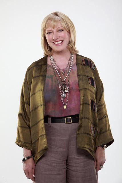 Veronica Cartwright è Bun nella serie TV Eastwick