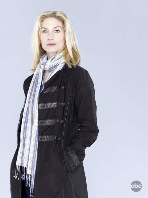 Elizabeth Mitchell è Erica Evans nella nuova serie V