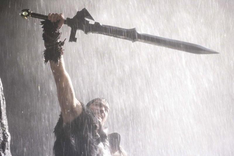 James Caviezel in un'immagine del film Outlander, diretto da Howard McCain
