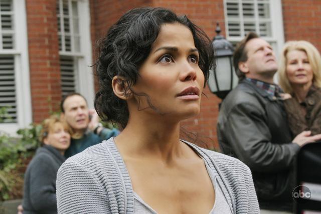 Lourdes Benedicto in una scena del pilot della nuova serie V
