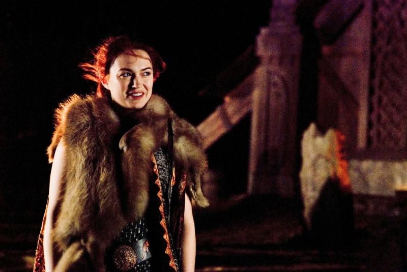 Sophia Myles in un'immagine di Outlander