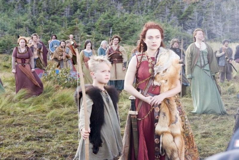 Sophia Myles in una scena del film Outlander