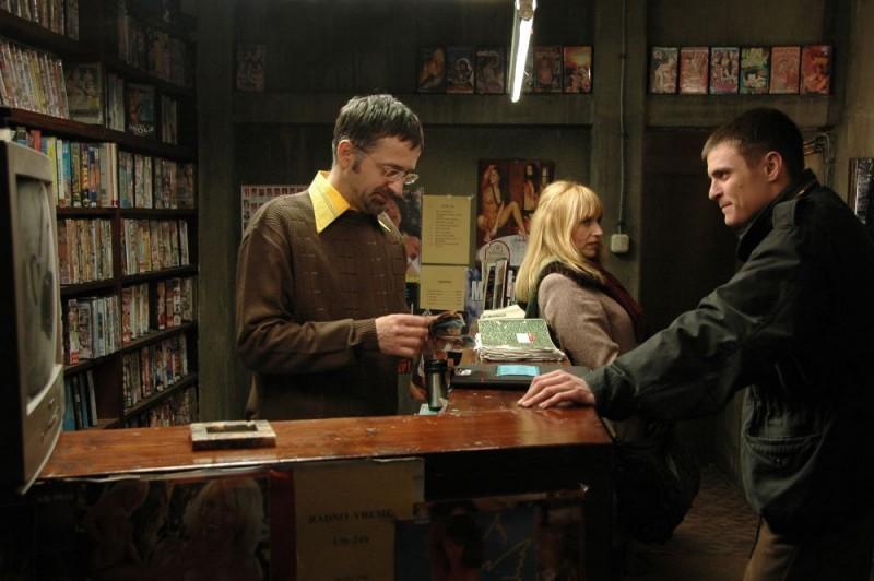 Anica Dobra e Vuk Kostic in una scena del film Amore & altri crimini