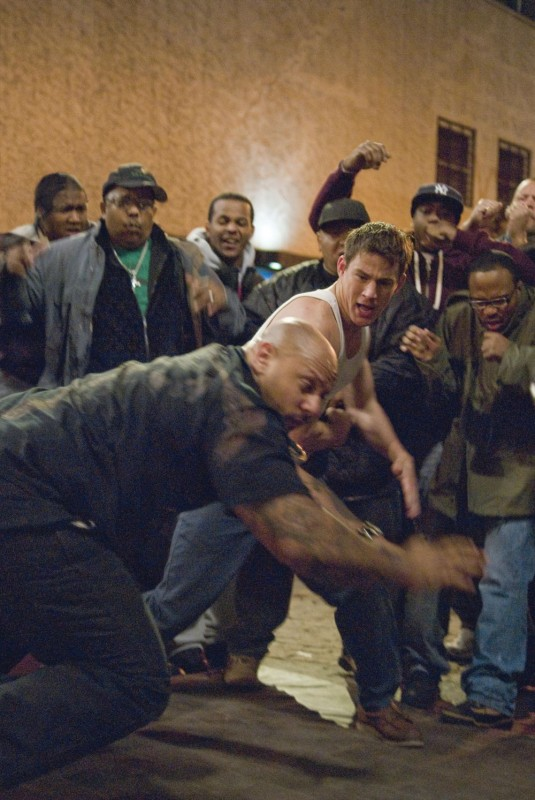 Channing Tatum impegnato in un combattimento durante una scena del film Fighting