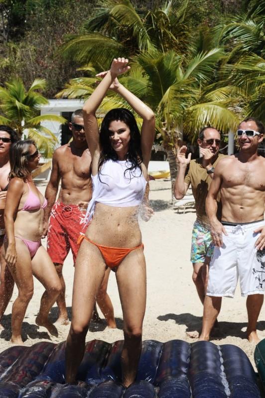 Jayde Nicole in un'immagine del film Un'estate ai Caraibi