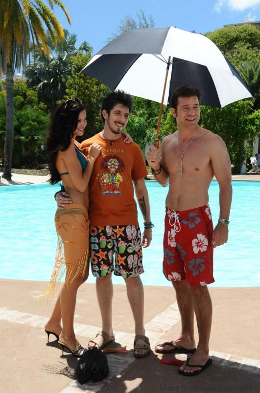 Jayde Nicole, Paolo Ruffini e Paolo Conticini in un'immagine del film Un'estate ai Caraibi