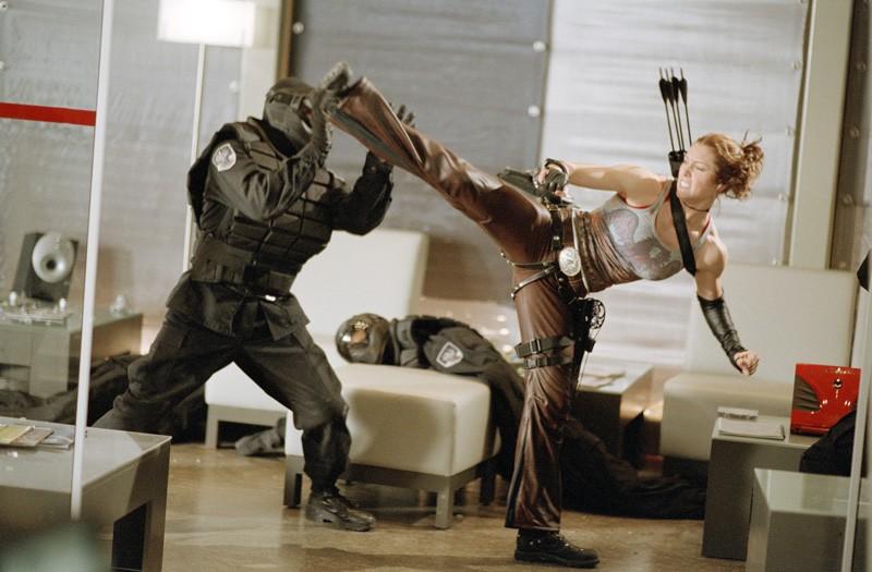 Jessica Biel in una scena di combattimento nel film Blade: Trinity