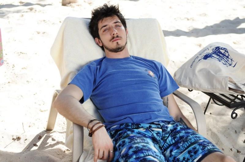 Paolo Ruffini in un'immagine del film Un'estate ai Caraibi