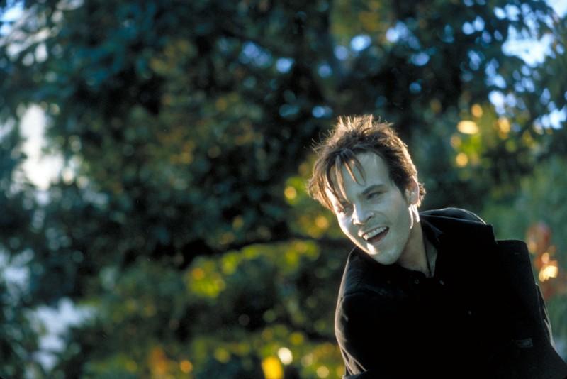 Stephen Dorff interpreta Deacon Frost in una scena del film 'Blade'