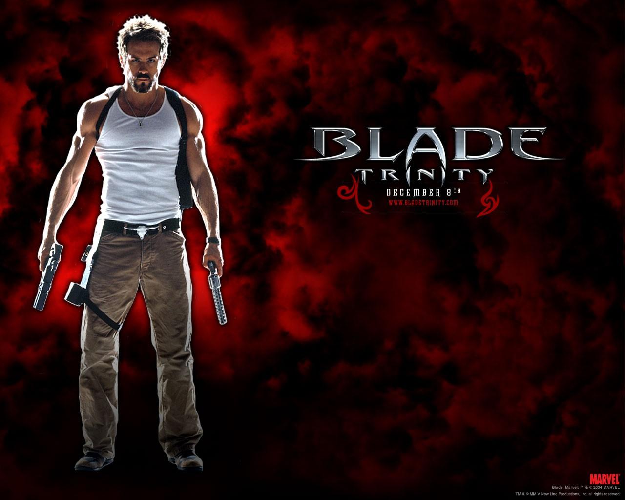 Un wallpaper di Hannibal King(Ryan Reynolds) per il film 'Blade: Trinity'