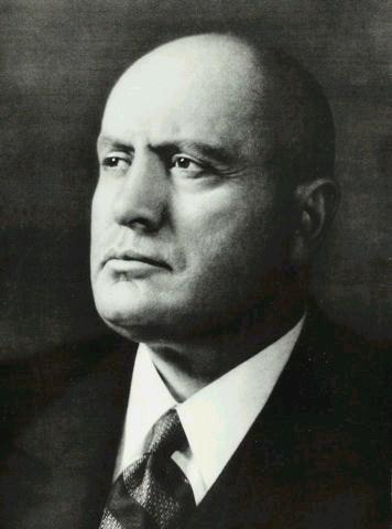 Una foto di Benito Mussolini