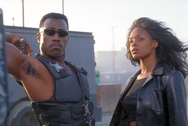 Wesley Snipes con N'Bushe Wright in una scena del film 'Blade'