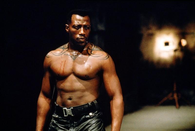 Un sexy Wesley Snipes in una scena del film 'Blade'