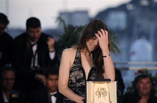 Cannes 2009: l'emozione di Charlotte Gainsbourg premiata come Miglior Attrice per Antichrist