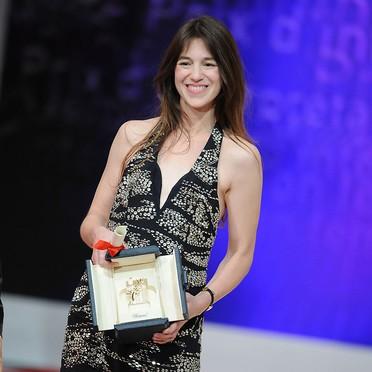 Cannes 2009: una raggiante Charlotte Gainsbourg premiata come Miglior Attrice per Antichrist