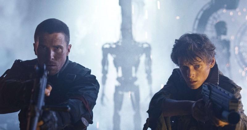 Christian Bale e Anton Yelchin in una scena del film Terminator Salvation
