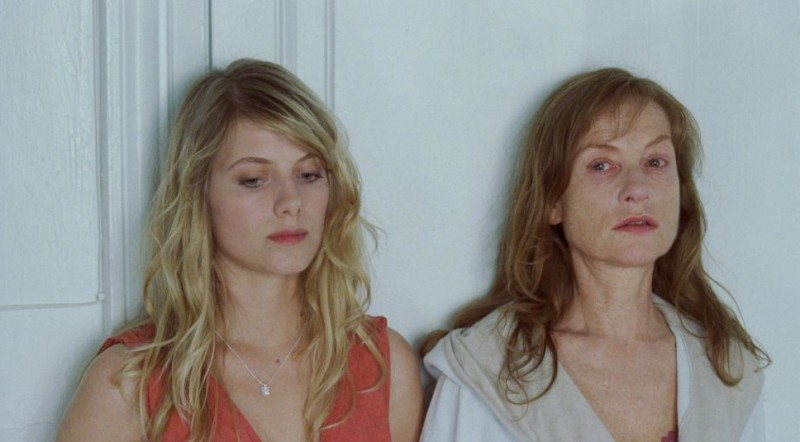 Mélanie Laurent e Isabelle Huppert in un'immagine del film L'amore nascosto