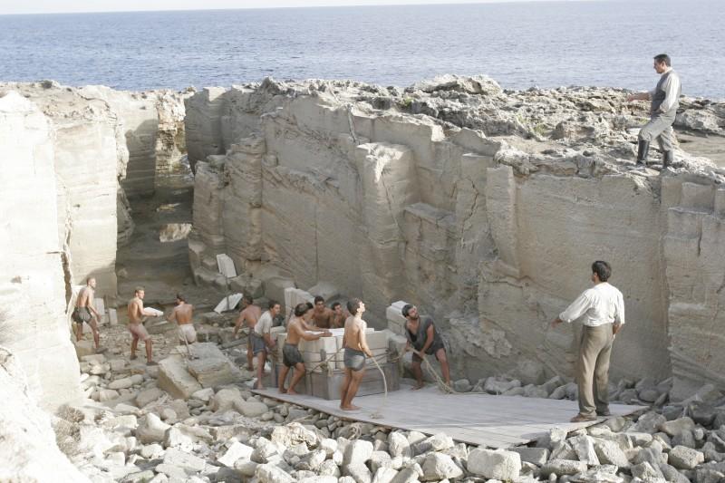 Sul set del film Viola di Mare (location Cave di tufo a Favignana)