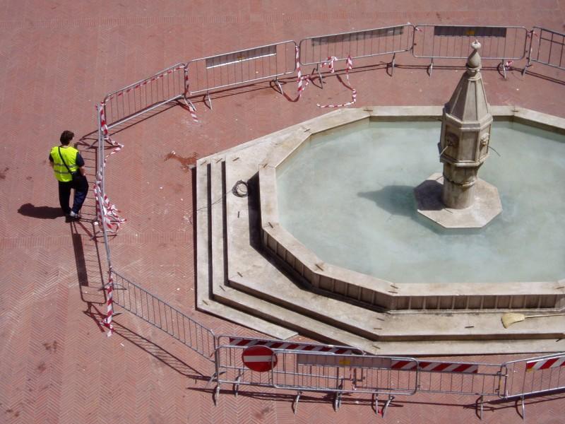 Sul set di Twilight: New Moon a Montepulciano. Una fontana (finta) costruita per le riprese del film
