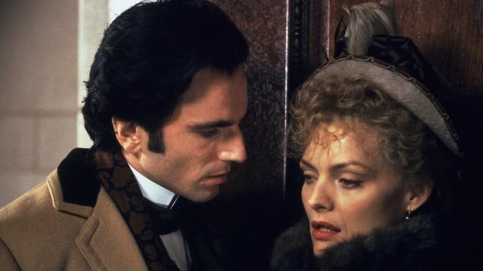 Daniel Day Lewis e Michelle Pfeiffer in una scena de L'età dell'innocenza