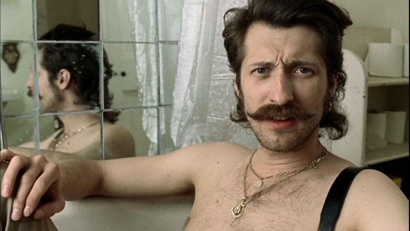 Eugene Hutz in un'immagine del film Sacro e profano