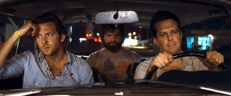 Bradley Cooper, Zach Galifianakis e Ed Helms in una scena del film Una notte da leoni
