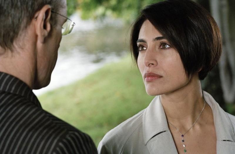 Caterina Murino interpreta l'attrice italiana Léa Mantovani nel film Alibi e sospetti