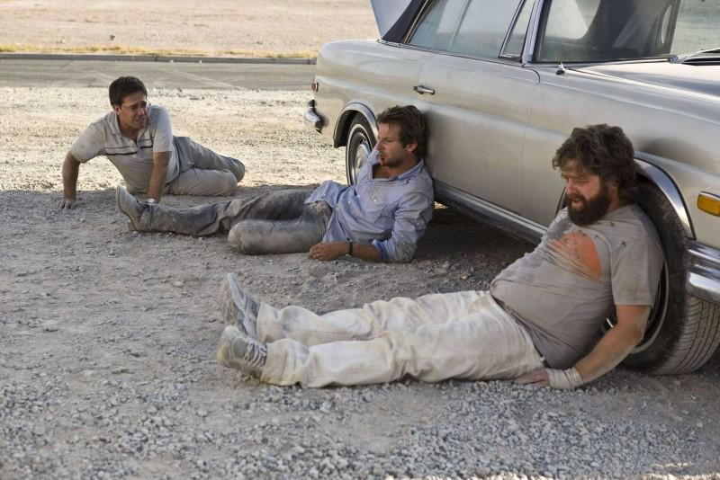 Ed Helms, Bradley Cooper e Zach Galifianakis in una scena del film Una notte da leoni