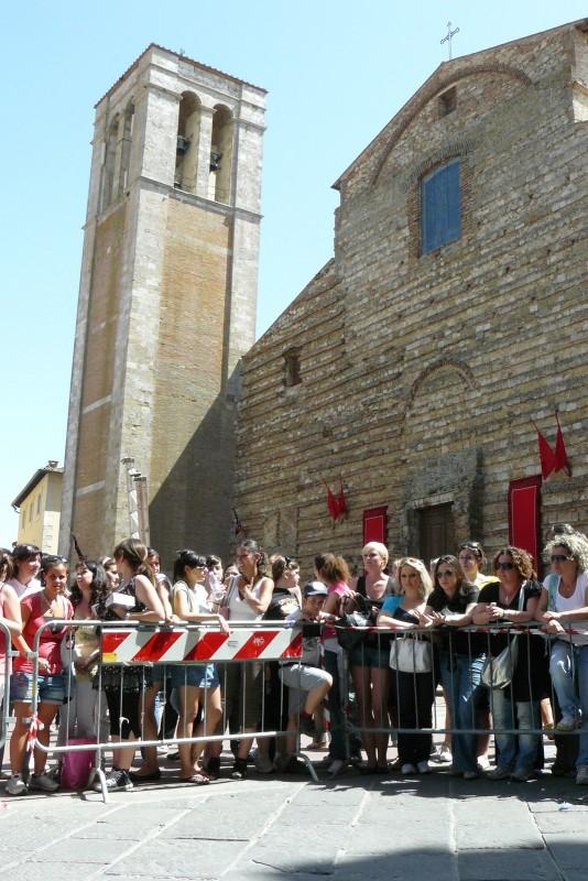 I fan della saga di Twilight si affollano attorno al set di New Moon, a Montepulciano, in Toscana