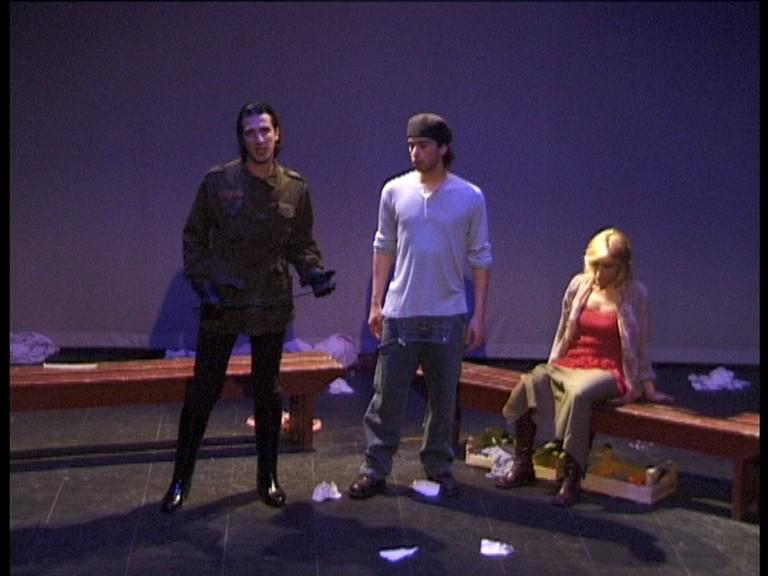 L\'attore Germano Di Renzo in scena a teatro