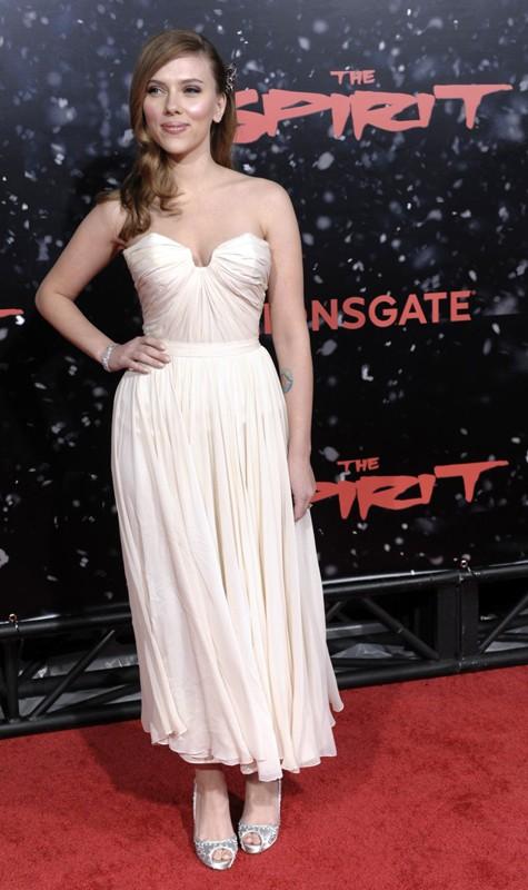 L'attrice Scarlett Johansson alla premiere del film 'The Spirit' a Los Angeles