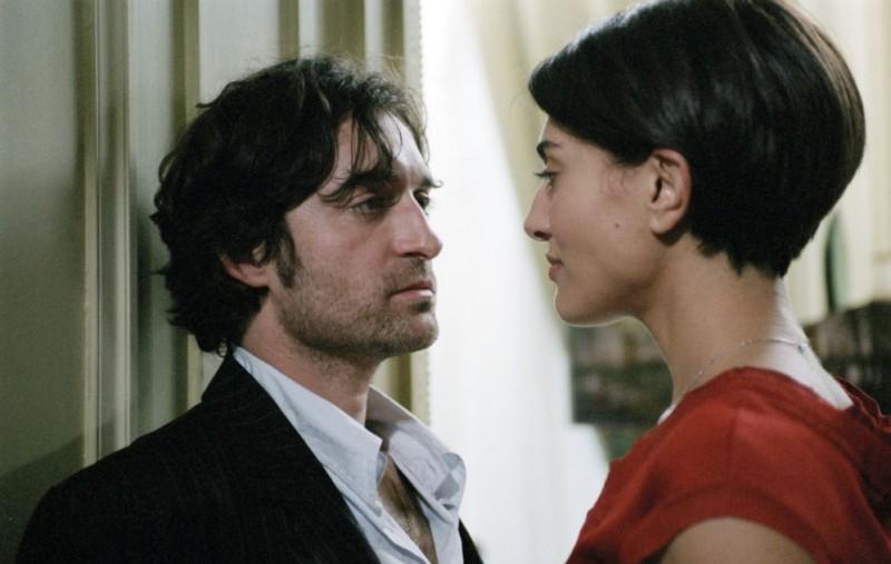 Mathieu Demy e Caterina Murino in un'immagine del film Alibi e sospetti