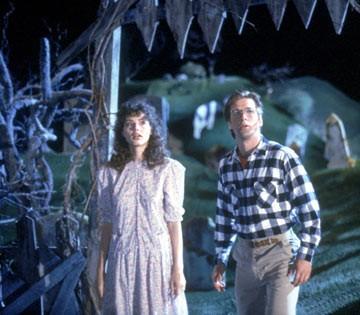 Alec Baldwin e Geena Davis in una scena di Beetlejuice - Spiritello porcello