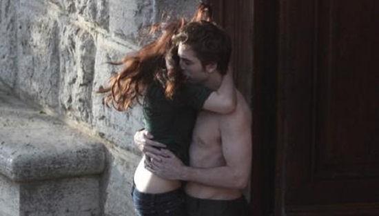 Kristen Stewart e Robert Pattinson a Montepulciano durante le riprese della scena di un bacion in New Moon