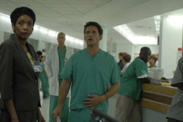 Mark Feuerstein in una scena del pilot di Royal Pains