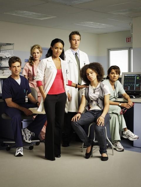 Un'immagine promozionale del cast della serie Hawthorne