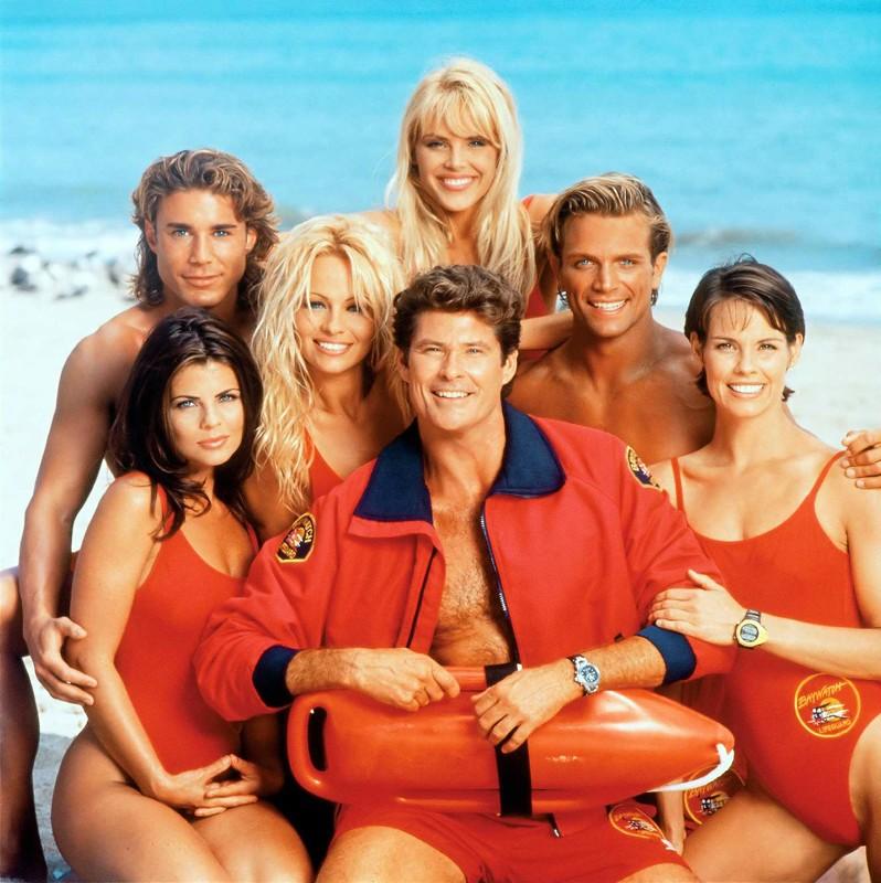 Una foto del cast di Baywatch con: Yasmine Bleeth, Pamela Anderson, Gena Lee Nolin, David Hasselhoff, David Charvet, Alexandra Paul