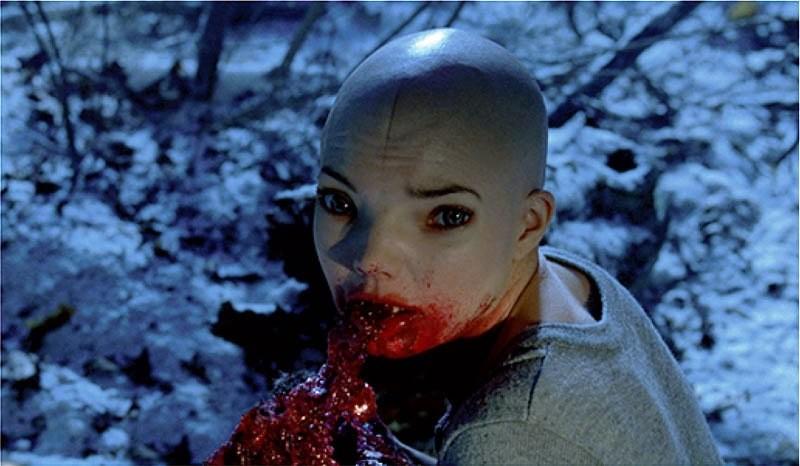 Una scena inquietante del thriller sci-fi Splice, di Vincenzo Natali
