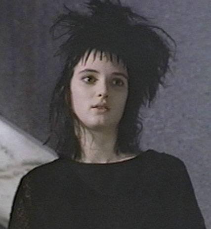 Winona Ryder in una scena di Beetlejuice - Spiritello porcello