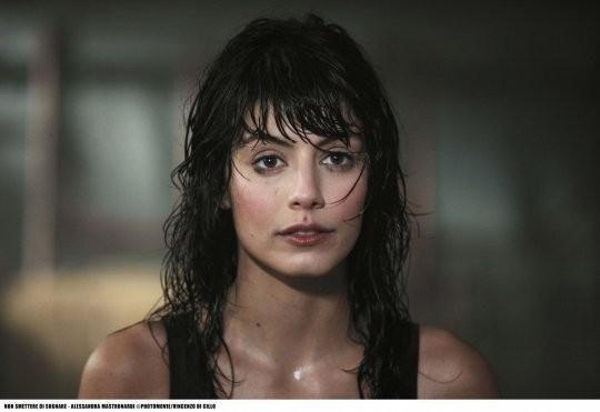 Alessandra Mastronardi in una scena del film TV Mediaset Non smettere di sognare