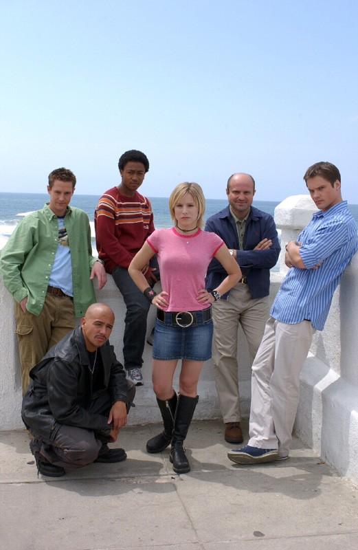 Il cast della prima stagione in una foto promo per la serie Veronica Mars