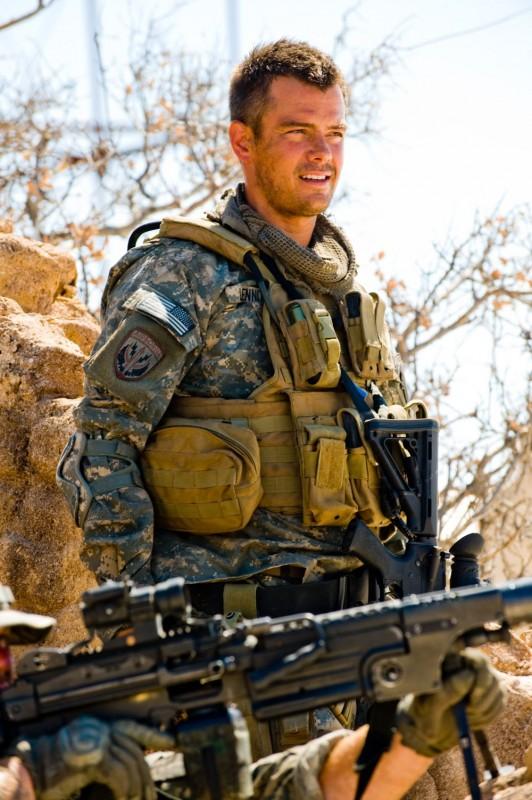 Josh Duhamel è il Capitano Lennox nel film Transformers - La vendetta del caduto
