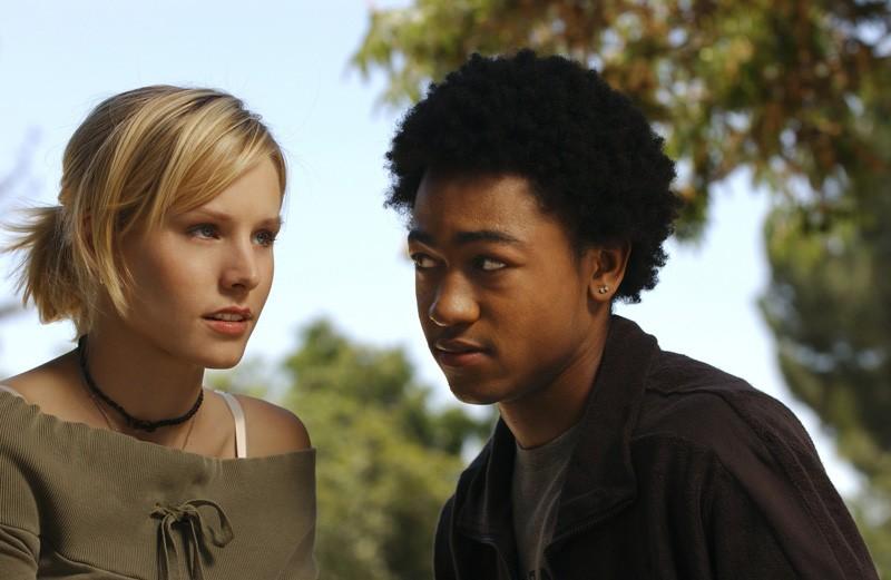 Kristen Bell e Percy Daggs III in una foto promozionale per la prima stagione di Veronica Mars
