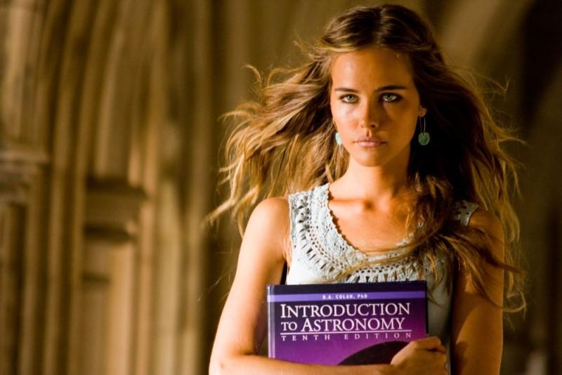 Isabel Lucas è Alice nel film Transformers - La vendetta del caduto