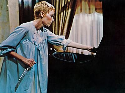 Mia Farrow in una scena del film Rosemary's baby - Nastro rosso a New York