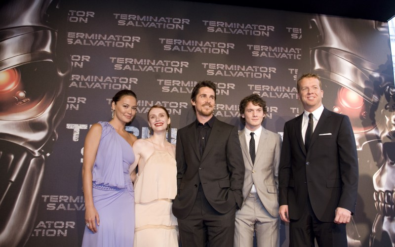 Moon Bloodgood, Bryce Dallas Howard, Christian Bale, Anton Yelchin e McG alla premiere di Terminator Salvation a Parigi