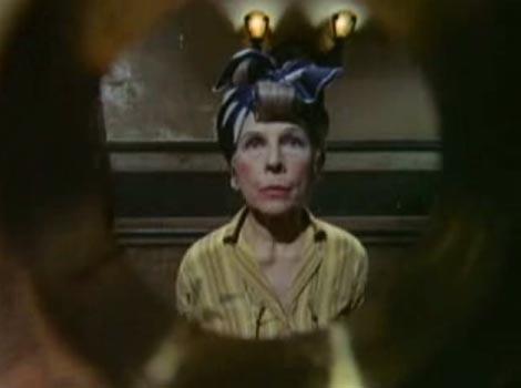 Ruth Gordon è Minnie Castevet nel film Rosemary's baby - Nastro rosso a New York