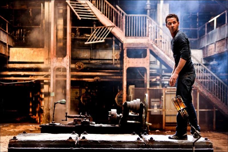 Shia LaBeouf in un'immagine di Transformers - La vendetta del caduto