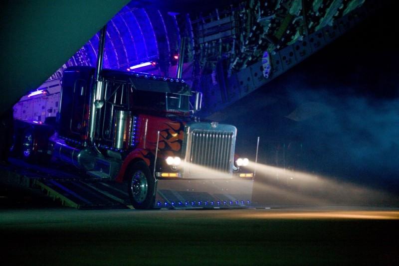 Un'immagine dello spettacolare Transformers - La vendetta del caduto