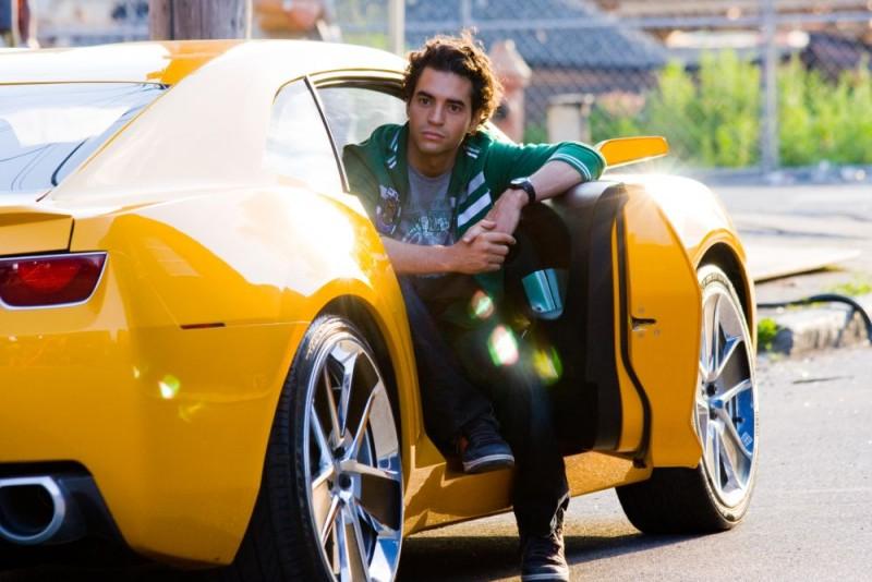 Una nuova immagine del film Transformers - La vendetta del caduto, con Ramon Rodriguez